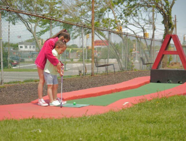 mini golf birthday party, mini golf courses
