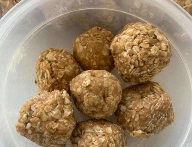 Quick recipe for peanut butter oat balls